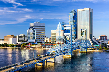 Jacksonville, Florida, USA downtown city skyline on St. Johns River. Imagens - 35571140