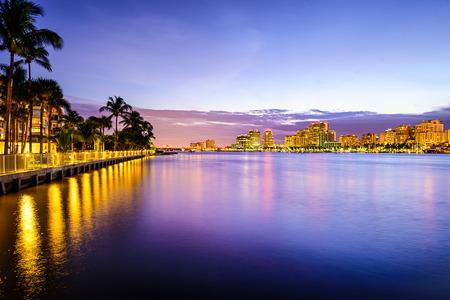 palmier: West Palm Beach, Floride, �tats-Unis vue de l'Intracoastal Waterway Atlantique Banque d'images