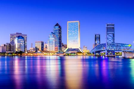 fl: Jacksonville, Florida, USA downtown city skyline on St. Johns River.