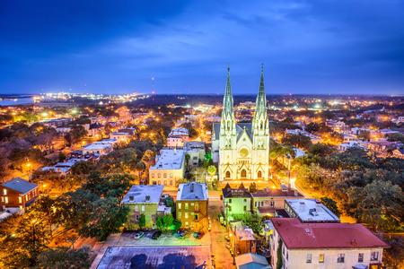 Savannah, Georgia downtown skyline at the Cathedral. Stockfoto