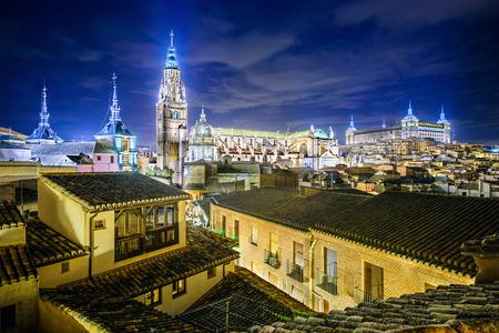 Toledo, Spanje skyline van de stad met de kathedraal en Alcazar.