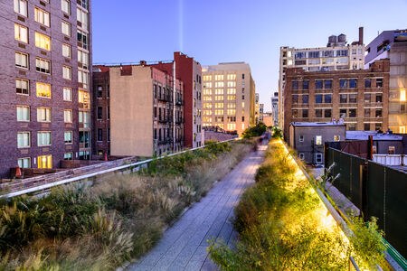 elevated walkway: New York City, USA on the High Line Park. Stock Photo