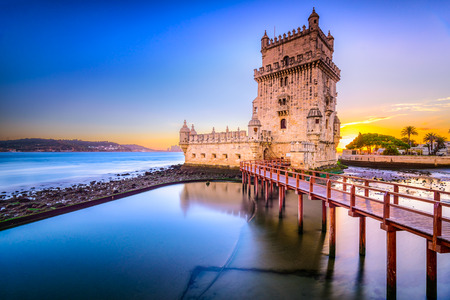 Lisbon, Portugal at Belem Tower on the Tagus River. 版權商用圖片 - 36657864