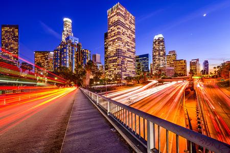 Los Angeles, California, USA Innenstadt Skyline der Stadt über die Autobahn.