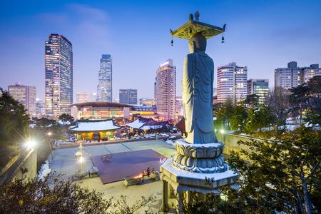 templo: Bongeunsa templo en el distrito de Gangnam de Se�l, Corea.