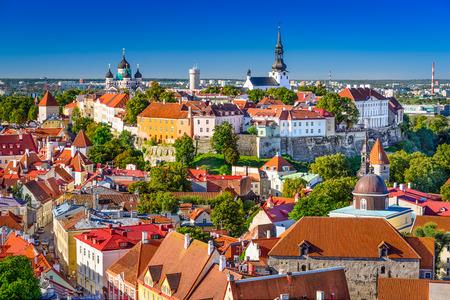 タリン、エストニア、Toompea の古い町のスカイライン。 写真素材