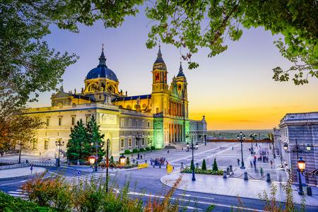 ラ アルムデナ大聖堂、ロイヤルにマドリード、スペイン 写真素材
