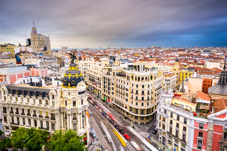 Madrid, Spanje stadsbeeld boven Gran Via winkelstraat.