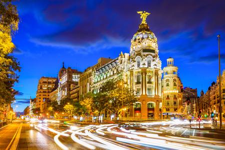 Madrid, Spanien Stadtbild in der Calle de Alcalá und der Gran Via.