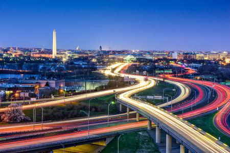 交通: 高速道路とワシントン d. c. のスカイライン