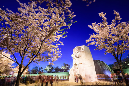 WASHINGTON, D.C. - APRIL 12, 2015: Crowds gather under the Martin Luther King, Jr. Memorial in West Potomac Park. MLK Jr. was the most prominent leader in the African-American Civil Rights Movement. Редакционное