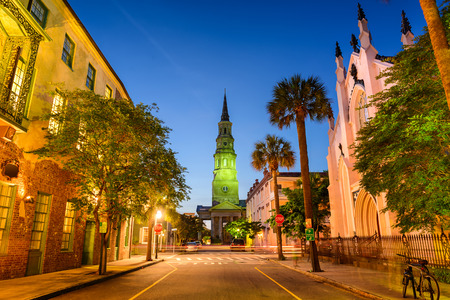 america del sur: Church Street en Charleston, Carolina del Sur, EE.UU.