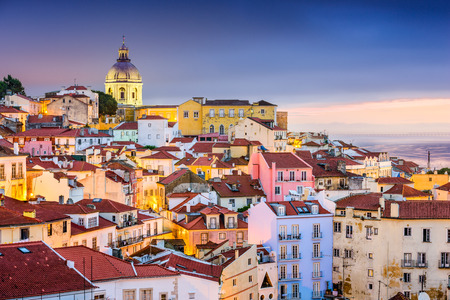 twilight cityscape at the Alfama District in Lisbon, Portugal 免版税图像