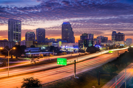 skyline over the highway in Orlando, Florida, USA 스톡 콘텐츠