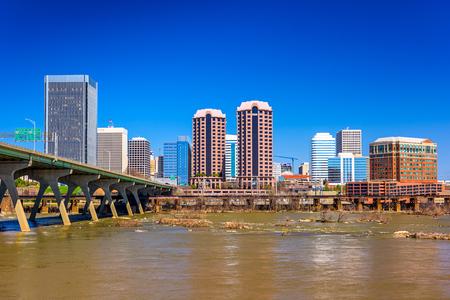 Richmond, Virginie, Etats-Unis centre horizon sur la rivière James. Banque d'images