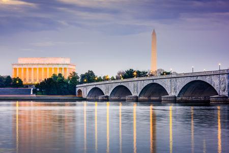 Washington DC, USA skyilne on the Potomac River with Lincoln Memorial, Washington Memorial, and Arlington Memorial Bridge.