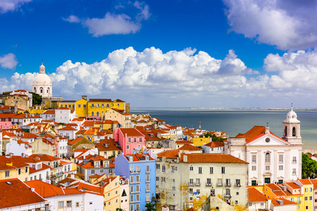 Lisbon, Portugal cityscape in the Alfama District. Imagens