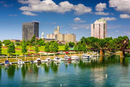 Augusta, Georgia, USA Downtown Skyline nad rzeką Savannah.