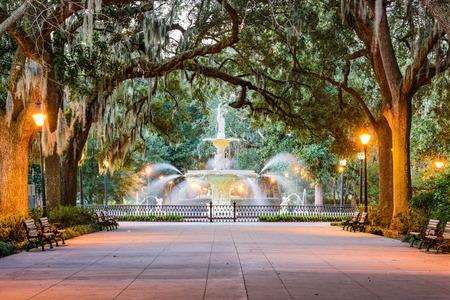 Savannah, w stanie Georgia, USA w Forsyth Park Fountain. Zdjęcie Seryjne
