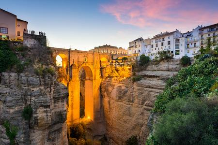 Ronda, Spanje in de Puente Nuevo-brug over de Taag Gorge. Stockfoto