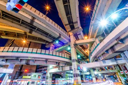 japon: Tokyo, Japon paysage urbain et d'une autoroute jonction.