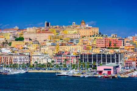 Cagliari, Sardinië, Italië kust skyline op de Middellandse Zee.