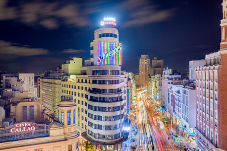 MADRID, SPAIN - OCTOBER 15, 2014: Gran Via at the Iconic Schweppes sign. The street is the main shopping district of Madrid. Publikacyjne