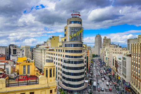 MADRID, SPAIN - OCTOBER 15, 2014: Gran Via at the Iconic Schweppes sign. The street is the main shopping district of Madrid. 新闻类图片