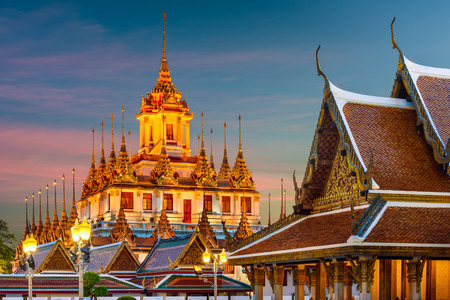 Wat Ratchanatdaram Metal Temple in Bangkok, Thailand. 版權商用圖片