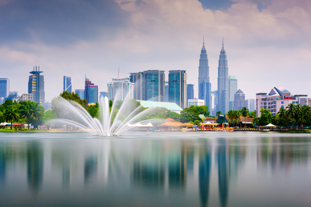 jezior: Kuala Lumpur, Malezja skyline w Titiwangsa Park.