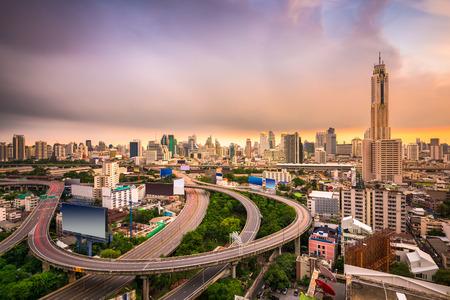 Bangkok, Thailand cityscape with highways. 版權商用圖片
