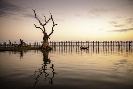 U Bein bridge of Mandalay, Myanmar. Imagens