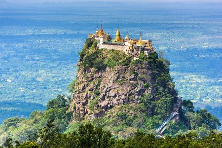 ポッパ山は、マンダレー、ミャンマー。