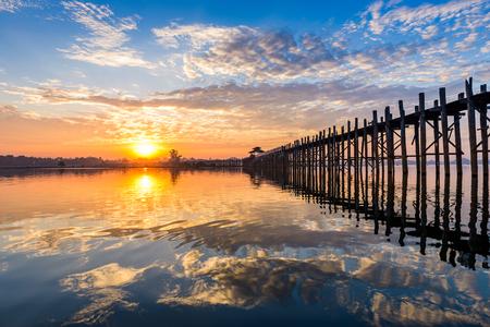 미얀마 만달레이의 U-Bein Bridge.