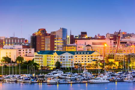 Charleston, Caroline du Sud, États-Unis horizon sur la rivière Ashley.