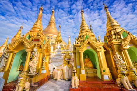 ミャンマー ・ ヤンゴンのシュエダゴン パゴダ。 写真素材 - 51190863