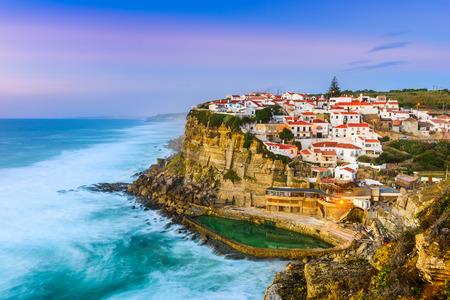 mar: Azenhas do Mar, Portugal coastal town.