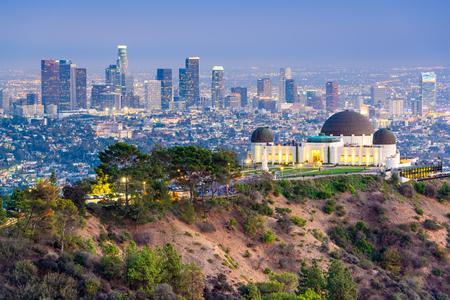 Los Ángeles, California, EE.UU. horizonte céntrico de Griffith Park.