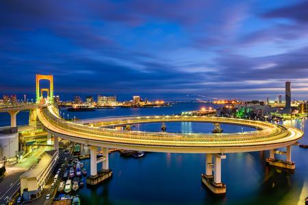 bucle: Tokio, Japón Vista de bucle de Rainbow Bridge.