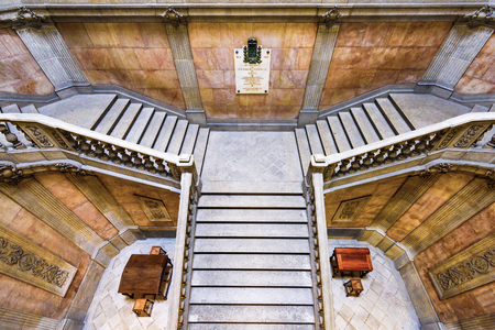 PORTO, PORTUGAL - OCTOBER 15, 2014: Stairs in the Stock Exchange Palace (Palacio da Bolsa). The palace was built in the 19th century by the city's Commercial Association. 新聞圖片