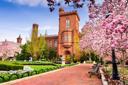워싱턴 DC - 2015 년 4 월 12 일 : 봄 시즌 스미스 소니 언 대학 건물