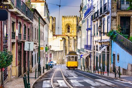 Lisbon, Porgugal cityscape and tram near Lisbon Cathedral. Banque d'images