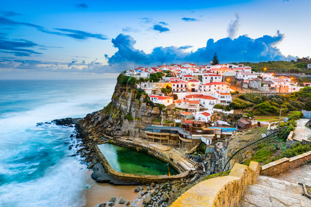 Azenhas do Mar, Portugal ciudad costera. Foto de archivo - 55501534