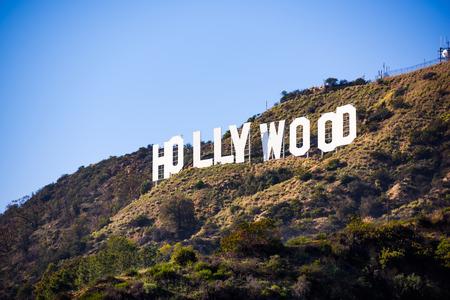 LOS ANGELES _ DE FEBRERO DE 29 de, 2016: El letrero de Hollywood en el monte Sotavento. El signo icónico fue creado originalmente en 1923. Foto de archivo - 53699237