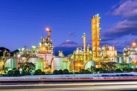 Mt. Fuji, Japan viewed from behind factories. Redactioneel
