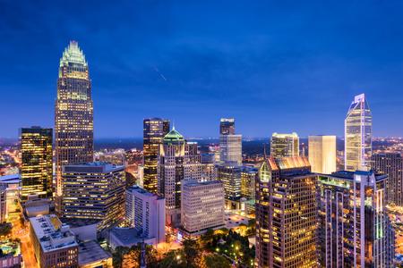 Charlotte, North Carolina, USA uptown skyline in de nacht. Stockfoto