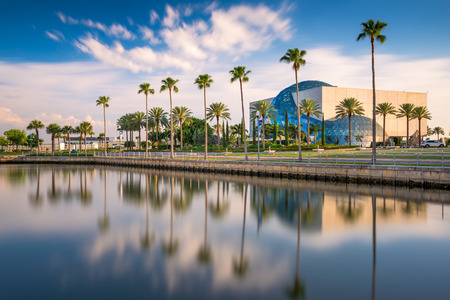 salvador dali: ST. PETERSBURG, FLORIDA - APRIL 6, 2016: Exterior of the Salvador Dali Museum. The museum houses the largest collection of Dalis work outside Europe. Editorial