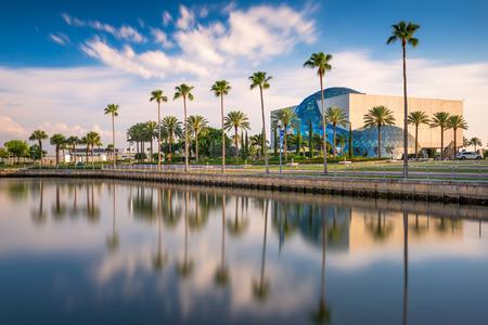 ST. Petersburg, Florida - 6 aprile 2016: L'esterno del museo di Salvador Dalí. Il museo ospita la più grande collezione di opere di Dalì al di fuori dell'Europa.