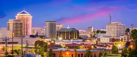 Montgomery, Alabama, Verenigde Staten downtown skyline 's nachts. Stockfoto