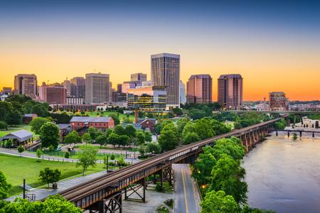 ferrocarril: Richmond, Virginia, EE.UU. horizonte centro.